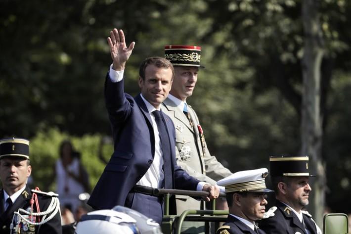 Macron défilé